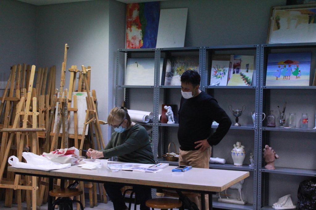 Roberto Montoro en una de sus aulas de cerámica.